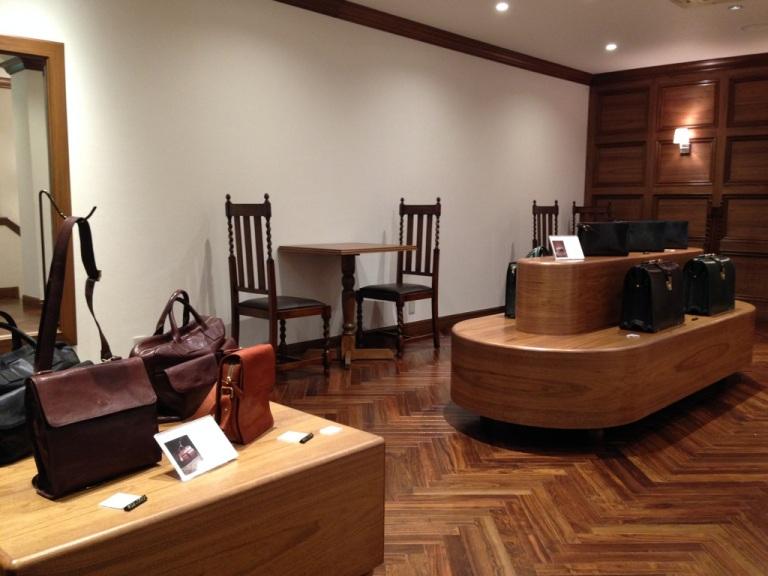 ココマイスター神戸店の店内のニ階