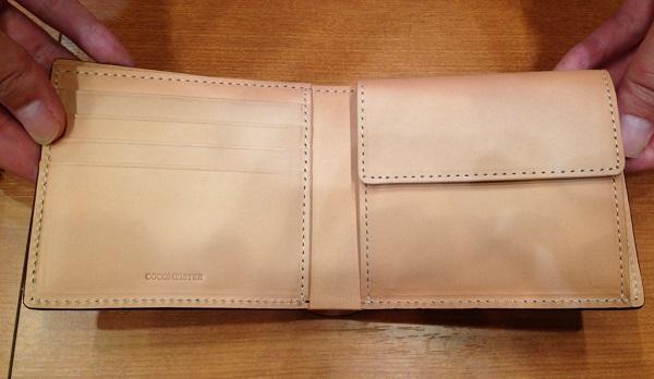 ココマイスター「コードバン 2つ折り財布」の内装