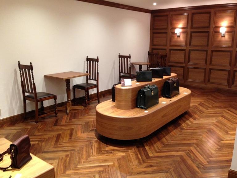 ココマイスター神戸店の二階