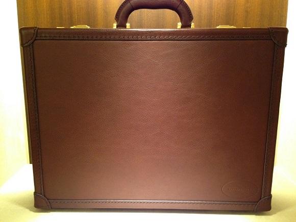 ココマイスターのビジネスバッグ、アタッシュケース「マルティーニ オーヴィル」