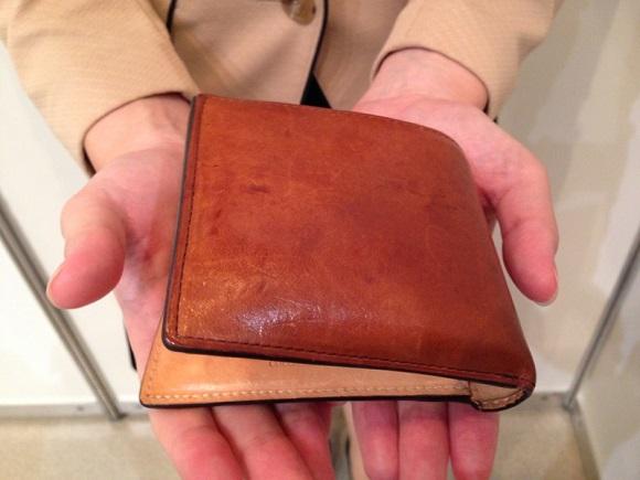 ココマイスター・社員の二つ折り財布「マットーネマルチパース」