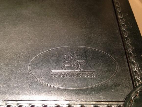 ココマイスター・ビジネスバッグ、アタッシュケース「ブライドル ロイヤルヘンリー」のロゴ