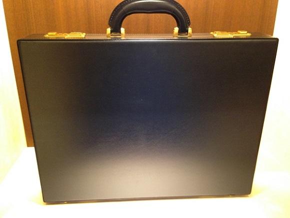 ココマイスター・ビジネスバッグ、アタッシュケース「クリスペルカーフ アンスバッハ」