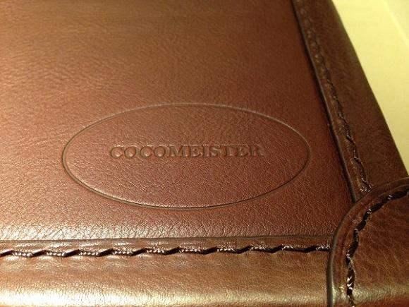 ココマイスターのビジネスバッグ、アタッシュケース「マルティーニ オーヴィル」のロゴ