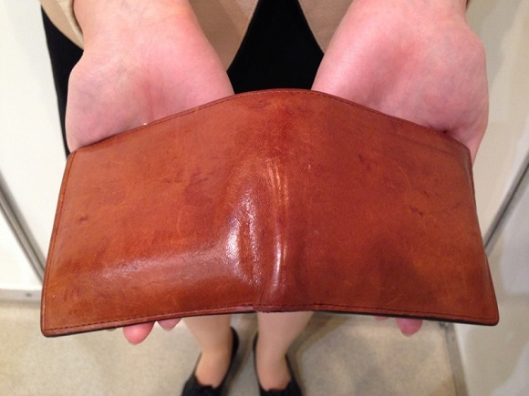ココマイスター・社員の財布「マットーネマルチパース」を広げたところ