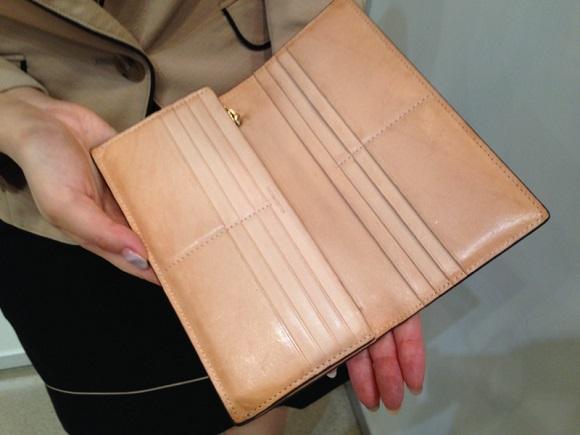ココマイスター・社員の財布「コードバン薄型長財布」内装の経年変化