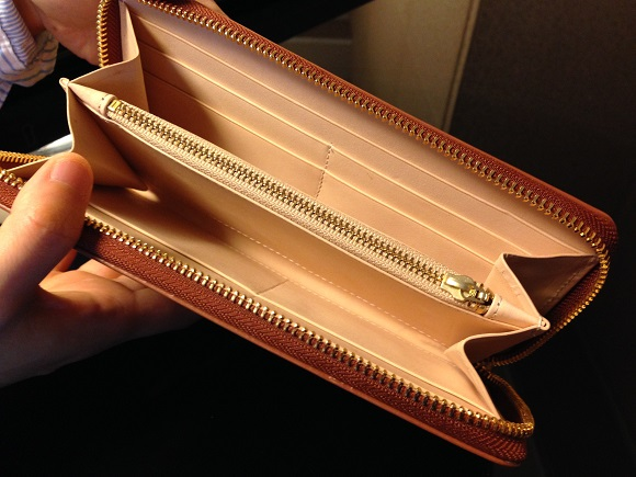 ココマイスターの長財布「ブライドル グランドウォレット」内装
