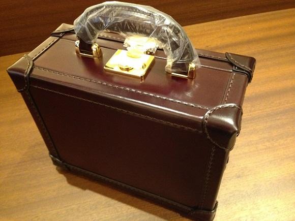 ココマイスターのビジネスバッグ、アタッシュケース「マイスターコードバンサンシモン」