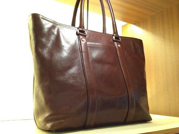 ココマイスターのビジネスバッグ「マットーネガブリエル」ビターチョコ