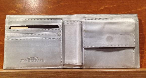 cocomeisterの二つ折り財布「ナポレオンカーフボナパルトパース」の内装部分