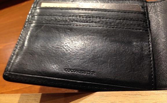cocomeisterの二つ折り財布「マルティーニ アーバンパース」刻印、ブランドロゴ