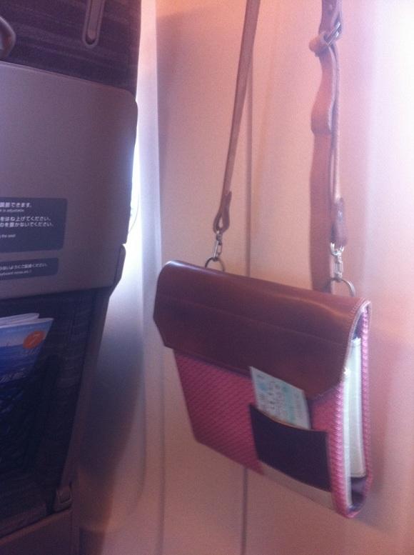 新幹線の中の世界でひとつだけのワンショルダーバッグ