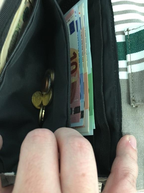 海外旅行用財布、トラベルオーガナイザーの小銭入れ部分
