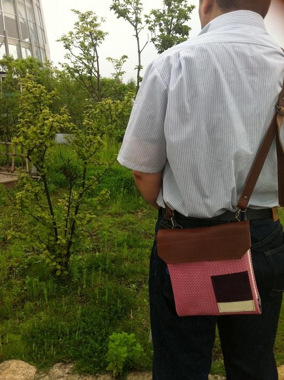 クアトロガッツ「世界に一つだけ」のワンショルダーバッグ