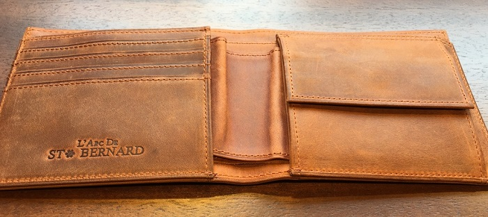 ココマイスターの二つ折り財布・ナポレオンカーフボナパルトパース(ブランデー)の内装