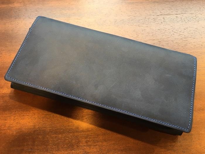 ココマイスターの長財布・ナポレオンカーフアレッジドウォレット(マゼランブルー)