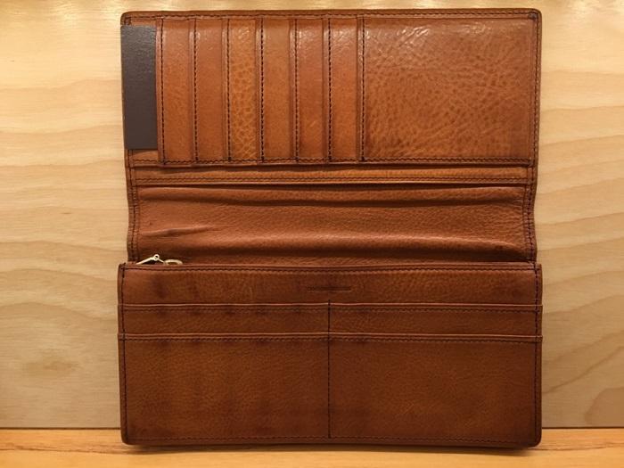 ココマイスターの長財布・マルティーニアーバンウォレットの内装
