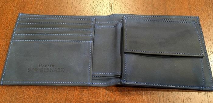ココマイスターの二つ折り財布・ナポレオンカーフボナパルトパース(マゼランブルーの内装)
