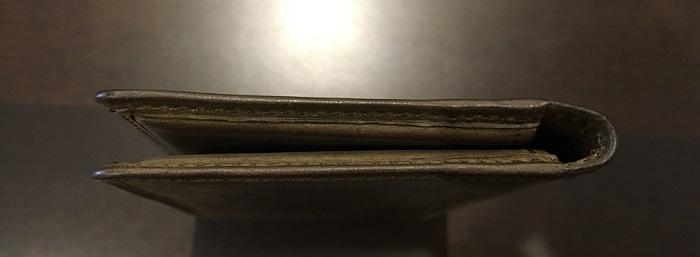 ココマイスターの名刺入れ・ナポレオンカーフボナパルト名刺入れを横から見た図