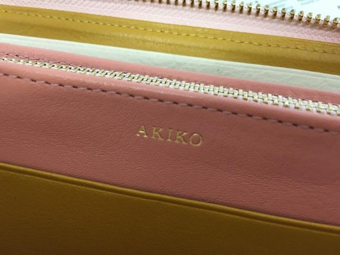 JOGGOのレディースラウンドファスナー財布の名入れ部分