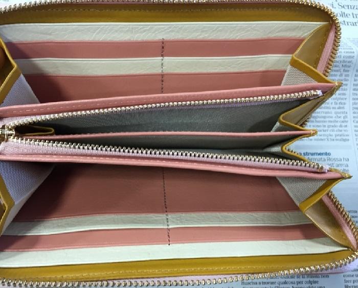 JOGGOのレディースラウンドファスナー財布の内装部分