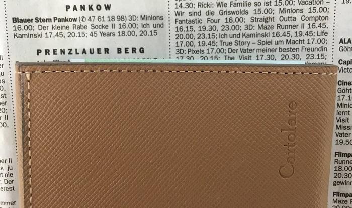 カルトラーレのハンモックウォレットの札入れに100ユーロ紙幣を入れたところ