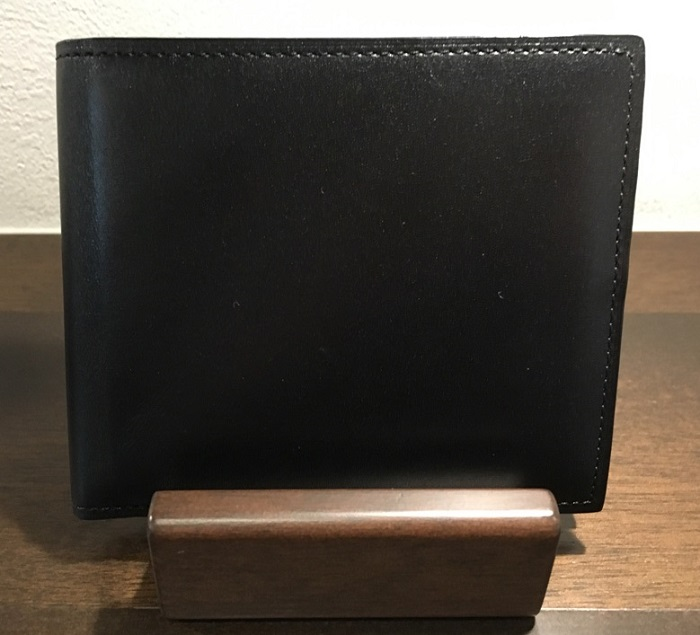 クリスペルカーフロシュパース・ココマイスターの二つ折り財布