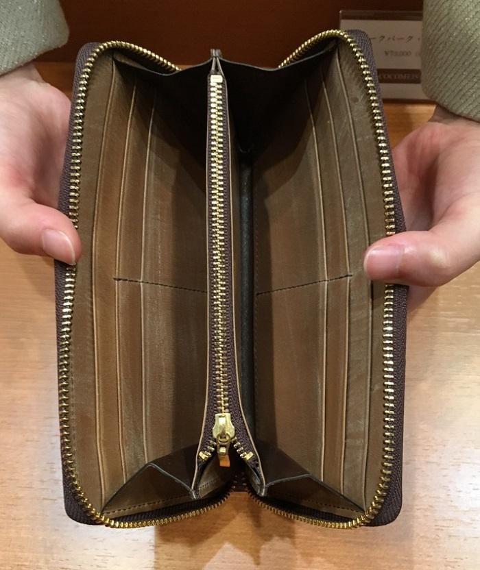 ココマイスターの長財布・オークバークブリストルの内装