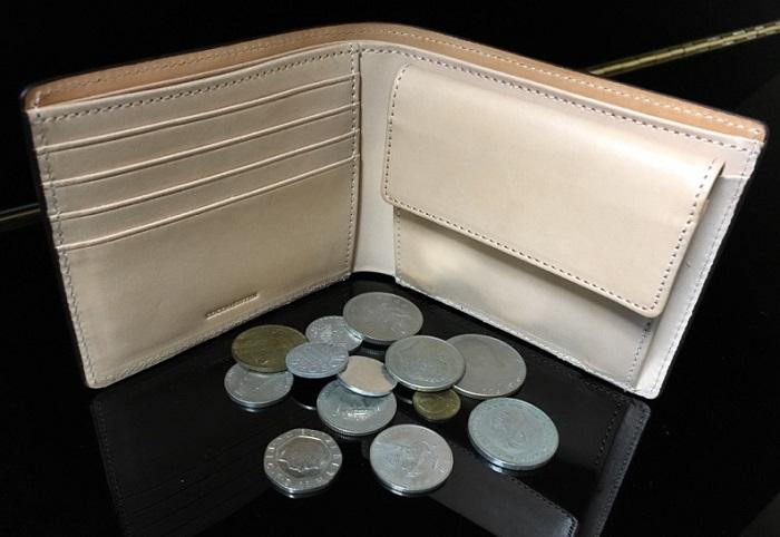 ココマイスターの二つ折り財布・マットーネマルチパースの小銭入れ