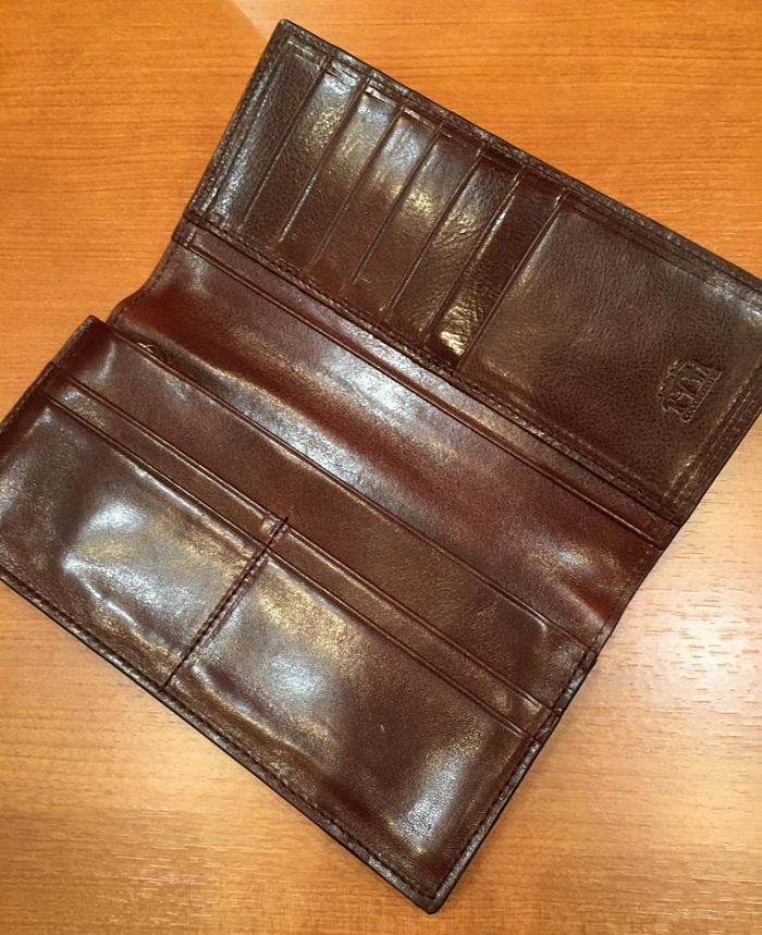 ココマイスターの長財布・ロンドンブライドル スプレッドイーグルの内装