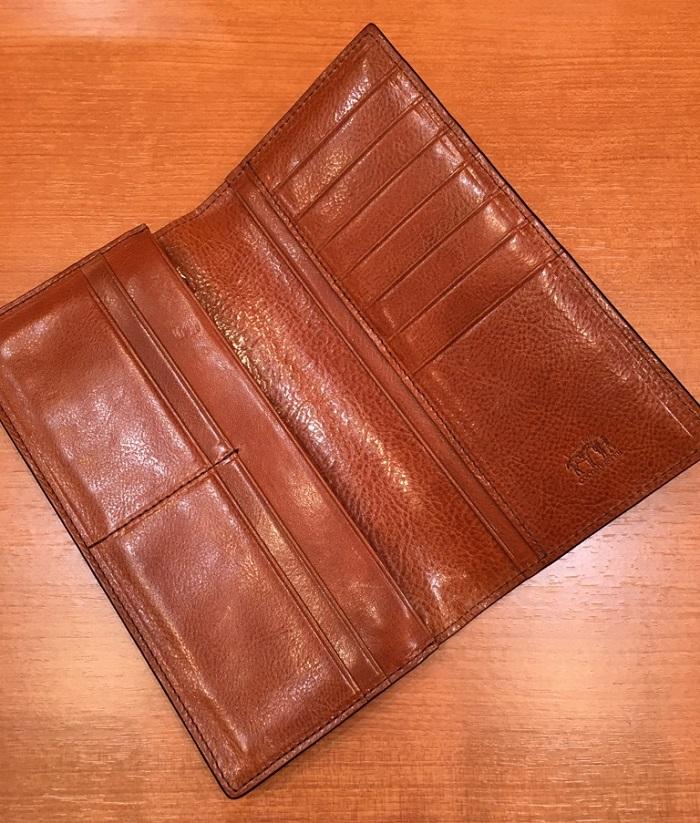 ココマイスターの長財布・ロンドンブライドルスプレッドイーグルの内装部分