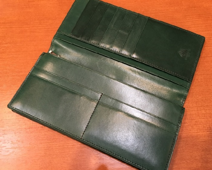 ココマイスターの長財布、プルキャラック ロンバルディアの内装