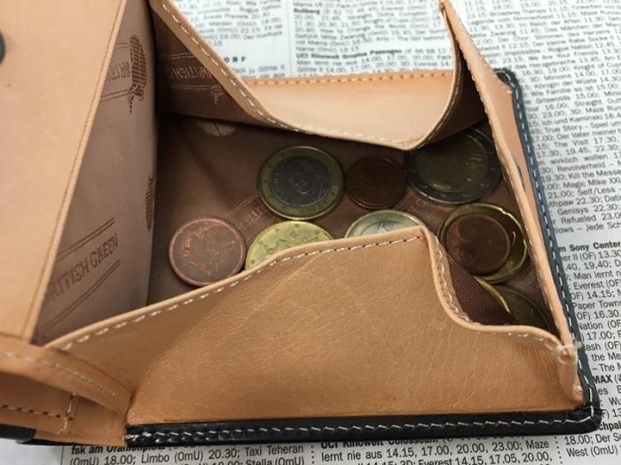 グレンチェック・ブライドルレザー二つ折り財布の小銭入れ部分