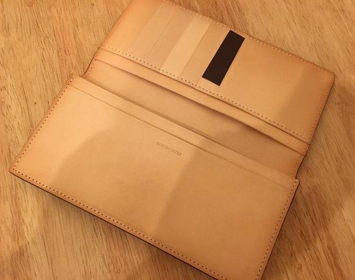 コードバン長財布の内装・ココマイスターの長財布