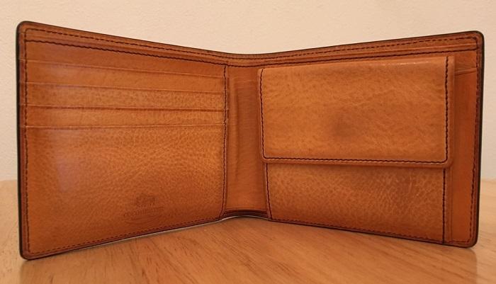マイスターコードバンラスティングの内装・ココマイスターの二つ折り財布