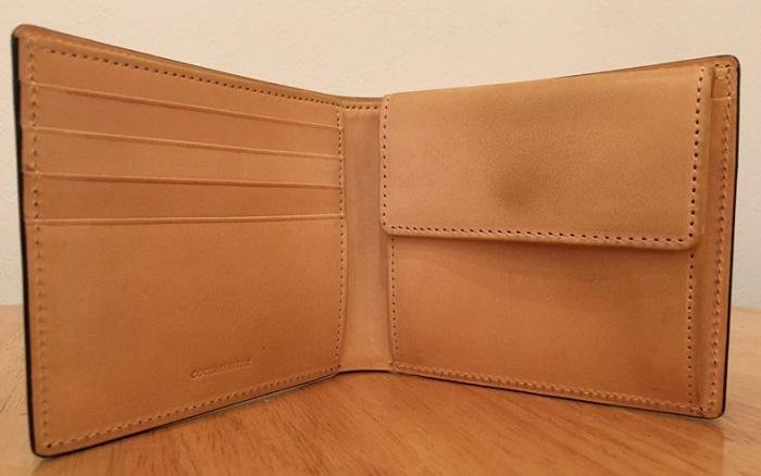 コードバン2つ折り財布の内装・ココマイスターの二つ折り財布