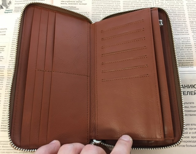 Business Leather Factoryの長財布(ラウンドファスナー)の内装