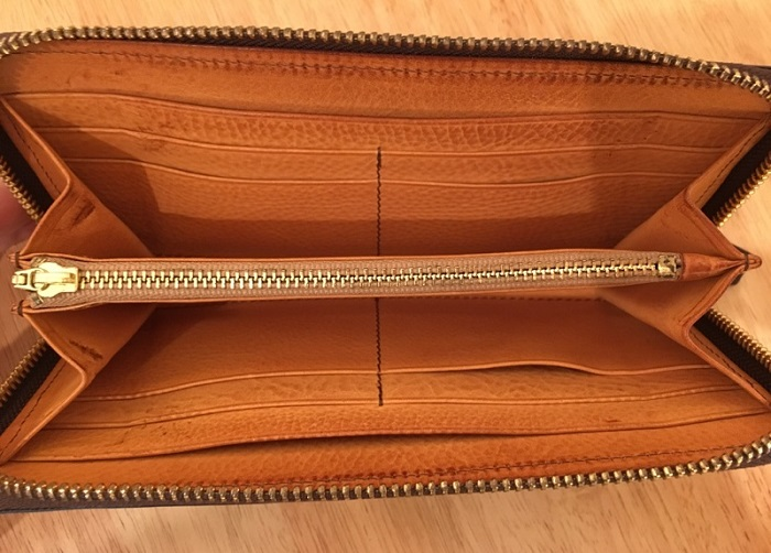 マイスターコードバンスカイスクレーパーの内装・ココマイスターの長財布