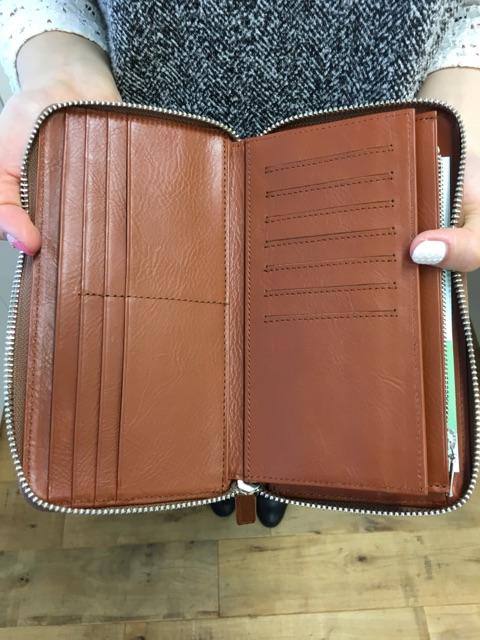 Business Leather Factoryの長財布のカード入れ