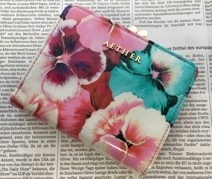 AETHER(エーテル)の財布・ラムエナメルレザー二つ折り財布 パンセ・オデット