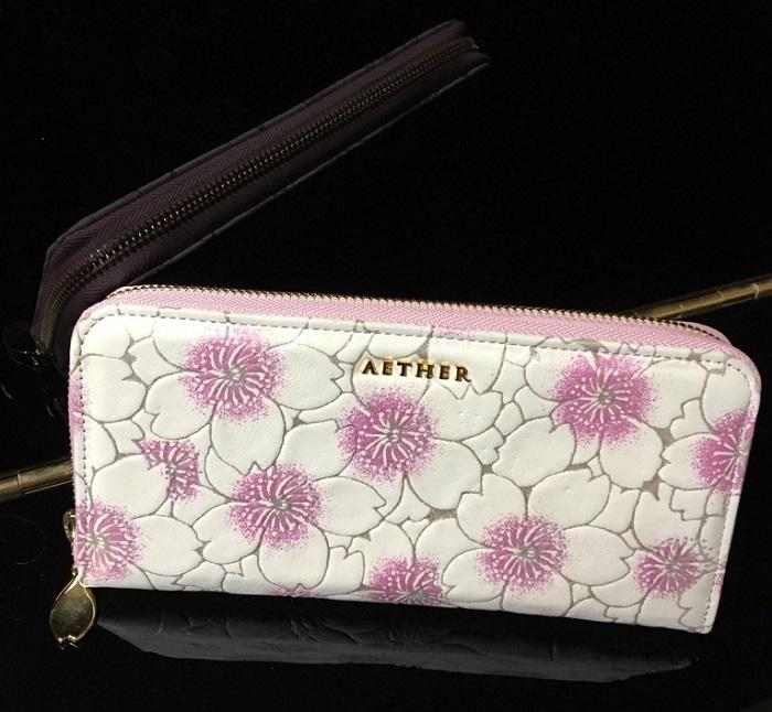 エーテル・AETHERの財布、スウェード本革 ラウンド長財布 サクラ・ブーケ