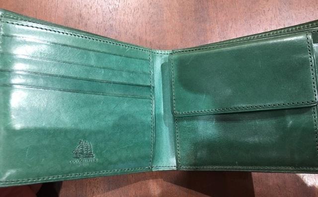 プルキャラックパルテノーペの内装・ココマイスターの二つ折り財布