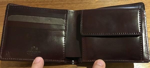 ココマイスターの二つ折り財布・シェルコードバンジョンブルの内装
