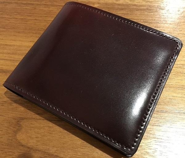 ココマイスターの二つ折り財布・シェルコードバンジョンブル