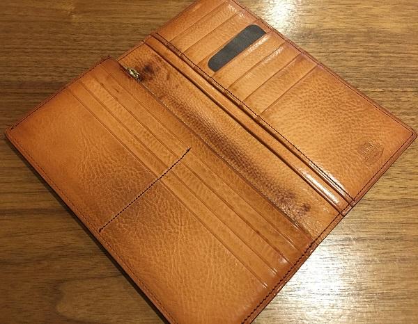 ココマイスターの長財布・マイスターコードバンハイフライヤーの内装
