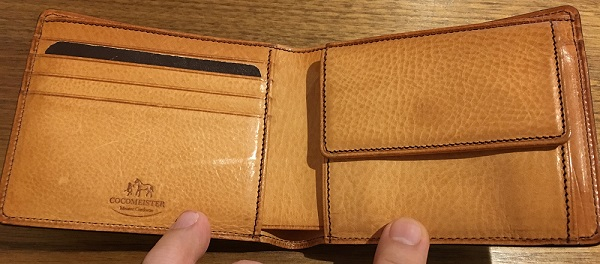ココマイスターの二つ折り財布・マイスターコードバンラスティングの内装部分