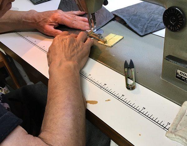 開運財布の財布屋の作業場