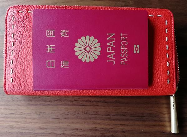 NAGATANI(ナガタニ)の財布SAHOとパスポート