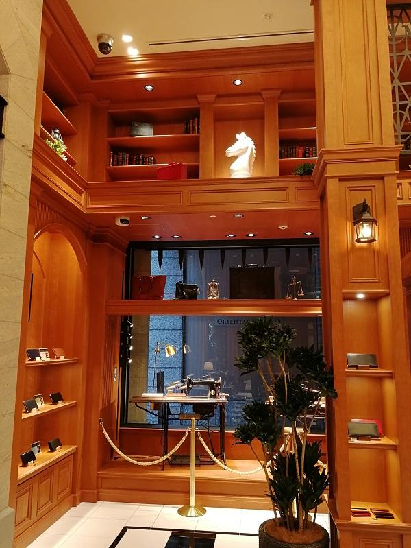 ココマイスター神戸旧居留地店(神戸市中央区 京町25番地 神戸旧居留地25番館 1F)の店内の中二階部分