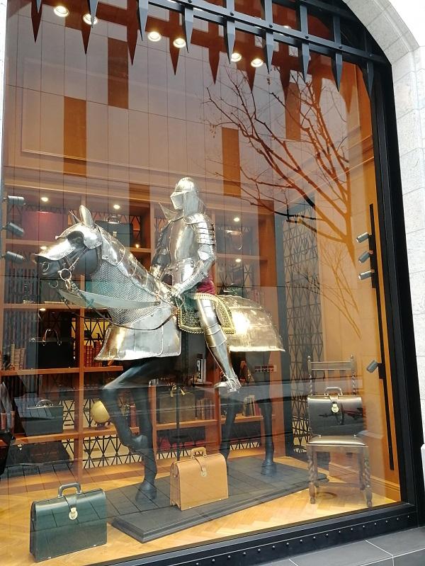 ココマイスター神戸旧居留地店(神戸市中央区 京町25番地 神戸旧居留地25番館 1F)の騎士